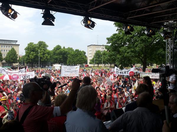 4.500 Menschen vor der Bühne am Waterlooplatz