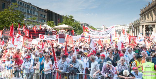 Demo auf dem Opernplatz