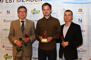 Bernhard Hemsing, Lars-Gunnar Lotz und Edin Hasanovic bei der Preisverleihung in Emden