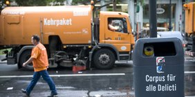 Berliner Müllwagen und Mülleimer
