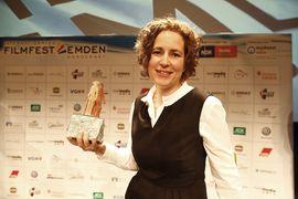 Regisseurin Erica von Moeller freut sich über den DGB-Filmpreis 2014.