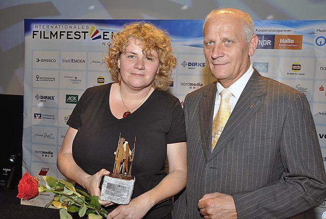 Julia Oelkers und Hartmut Tölle mit dem DGB-Filmpreis
