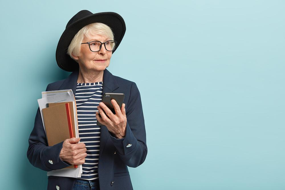 fitte Rentnerin sehr beschäftigt