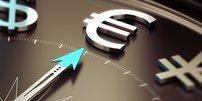 Pfeil zeigt auf Euro Symbol
